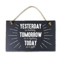 Leisteen met tekst 32 Yesterday tomorrow today