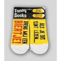"""Grappige sokken met tekst """"Breng mij een biertje"""""""
