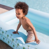kinder zwembad rechthoekig palmbomen